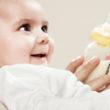 Jak karmić niemowlę? Karmić piersią?